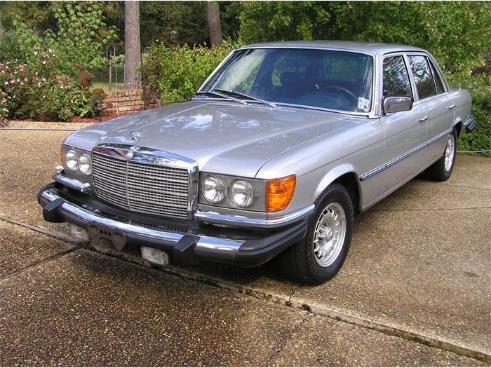 Mercedes-Benz 450SEL at Platinum Car Rental